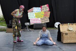 Théâtre La Gargouille Bergerac Les Cigales spectacle familial pluridisciplinaire clown théâtre cirque chanson musique